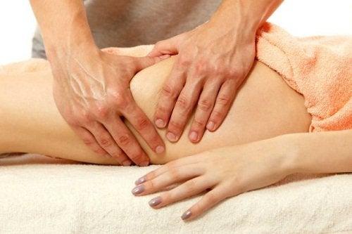 масаж, щоб зменшити стегна