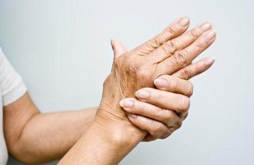 6 натуральних олій для лікування артриту