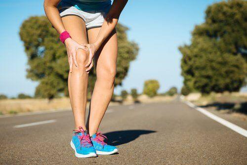 біль у коліні: що не можна робити