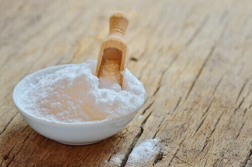 сода, щоб побороти неприємний запах у шафі