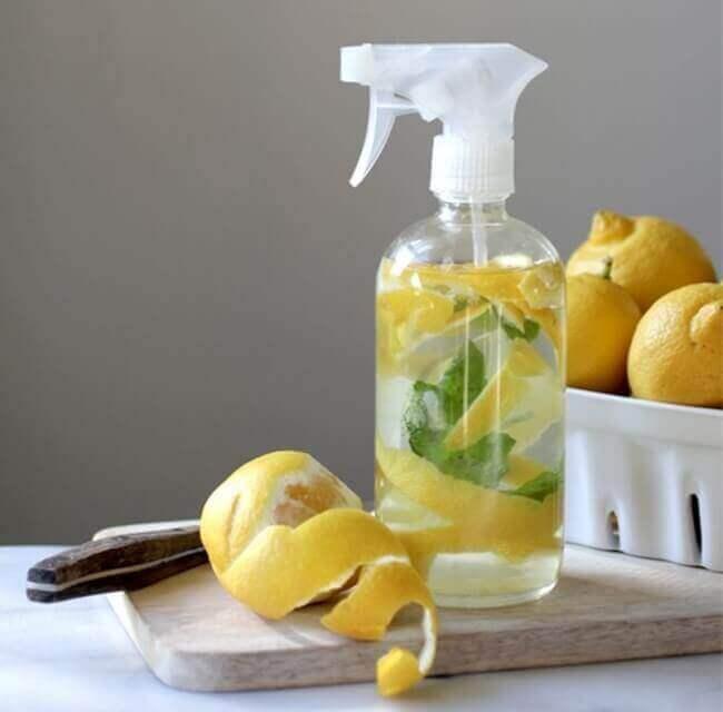 чисті шкарпетки за допомогою лимонного соку