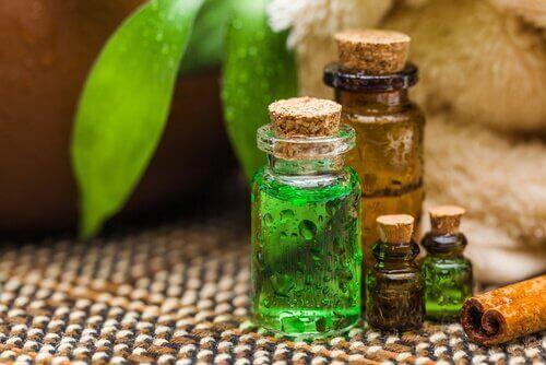 олія чайного дерева усуває грибок стопи
