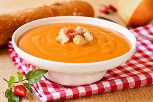 Смачний суп сальморехо для профілактики раку товстої кишки