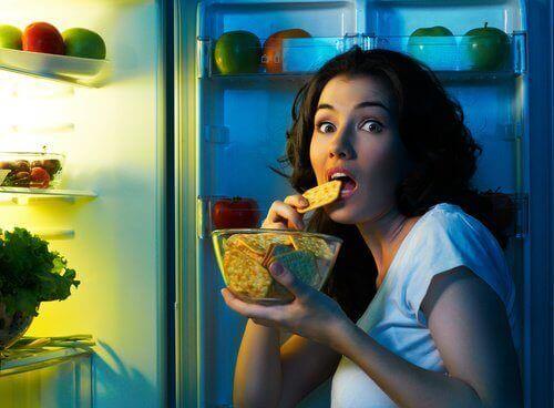 вживання їжі вночі