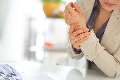 скутість суглобів та інші ознаки фіброміалгії