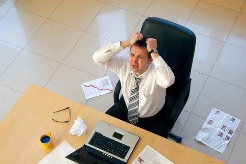 шкодувати про погану роботу
