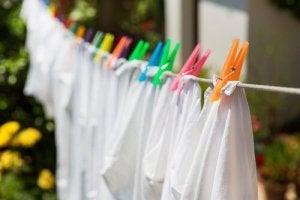 8 секретів відбілювання одягу