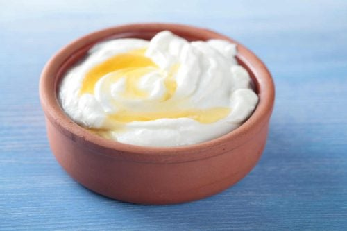 м'які п'яти за допомогою йогурту та меду