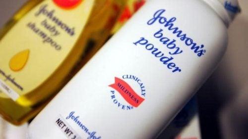 Johnson & Johnson доведеться заплатити 417 мільйонів доларів, оскільки тальк спричиняє рак