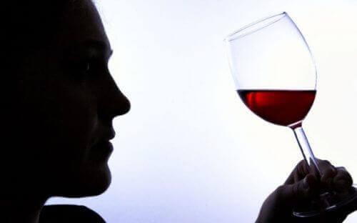 Поширені ознаки алкогольної залежності
