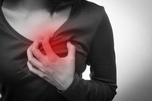 5 симптомів зупинки серця у жінок