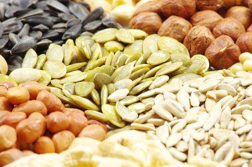 гарбузове насіння та горіхи