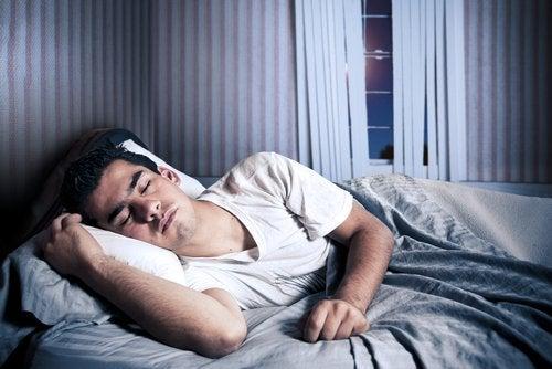 мелатонін регулює сон