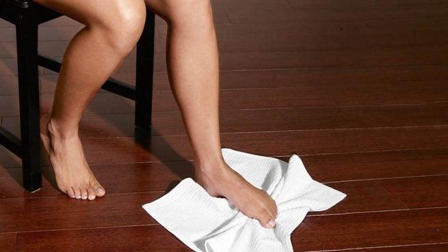 вправи з рушником для лікування підошовного фасціїту