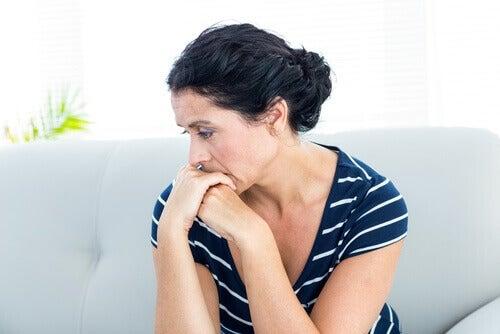 симптоми синдрому полікістозних яєчників