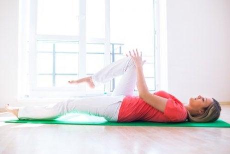 вправи від болю у колінах