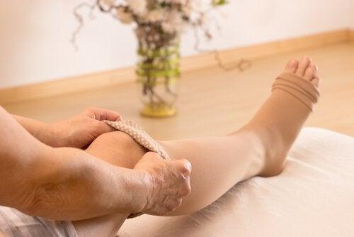 масаж від здуття живота