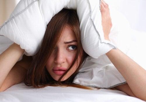 сон з мокрим волоссям і головний біль
