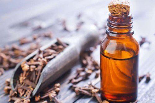 ефірна олія з гвоздики щоб позбутися бородавок