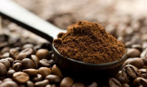 кавові зерна, щоб не мати сиве волосся