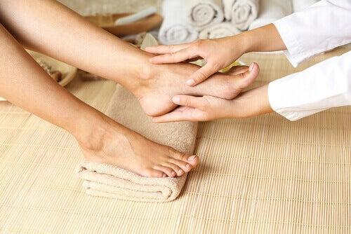 масаж для кровообігу в ногах