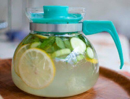 напій з огірками, імбиром та лимоном