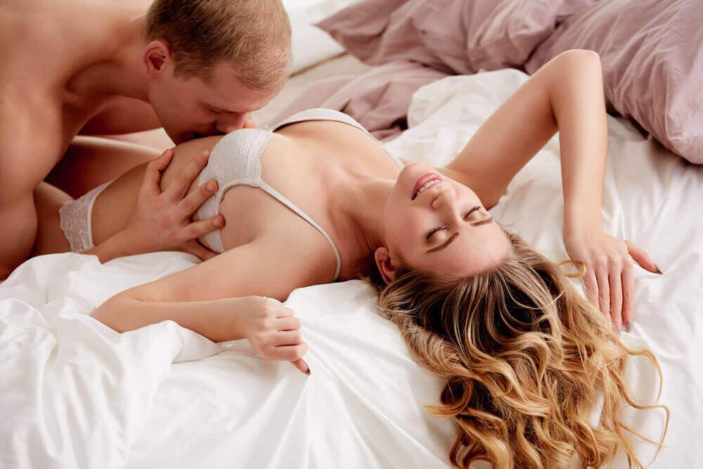 Испытывает оргазм только от орального секса так?