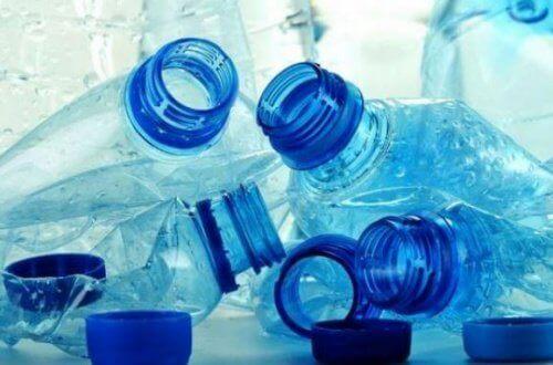 пластикові пляшки потрібно здавати на переробку
