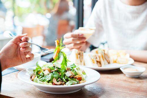 правильне харчування сприяє схудненню