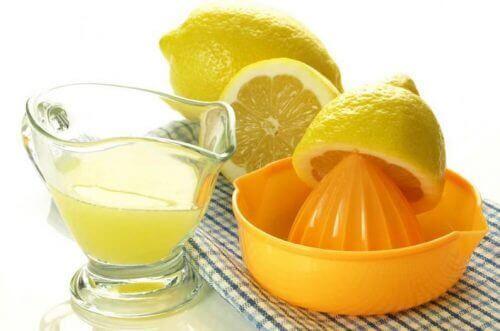 лимон вбиває бактерії у ротовій порожнині