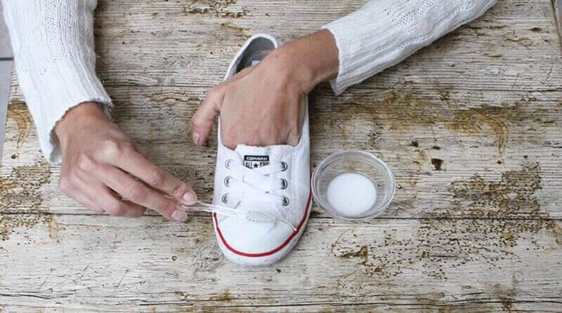 використання харчової соди для чищення взуття