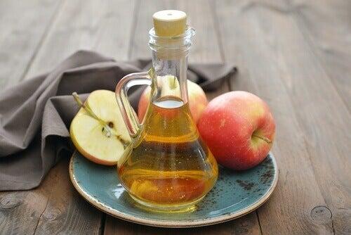 лікування грибка нігтів яблучним оцтом