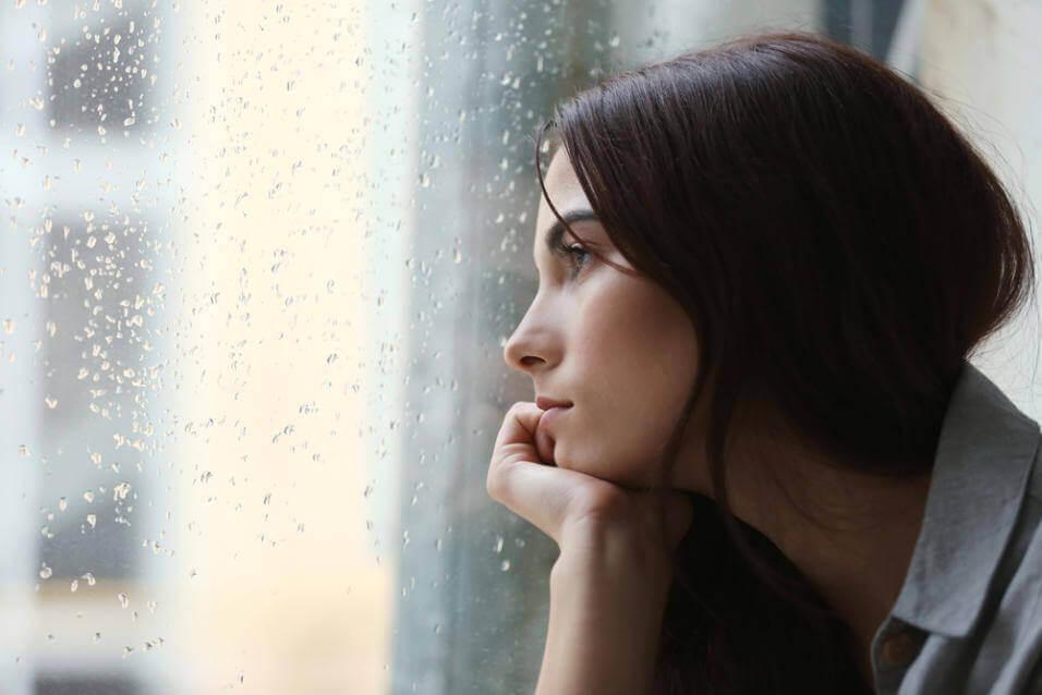 низький рівень серотоніну викликає депресію