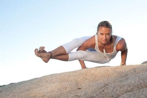 планка на ліктях - чудова поза з йоги
