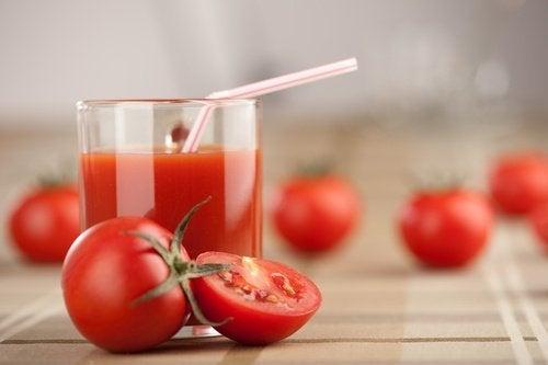Щотижнева детоксикація організму за допомогою томатного соку, часнику та куркуми