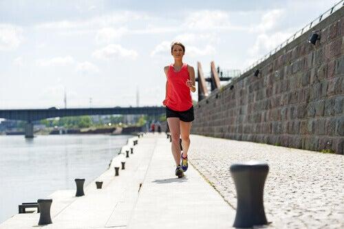 Спробуйте 15-хвилинне тренування для спалення жиру