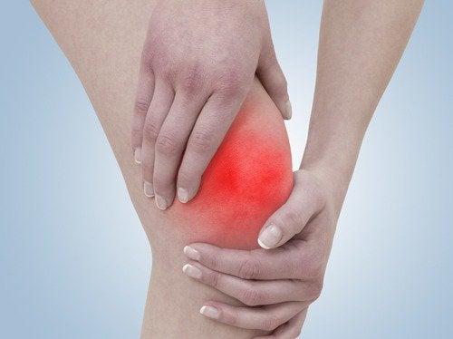 П'ять корисних вправ для лікування болю в колінах