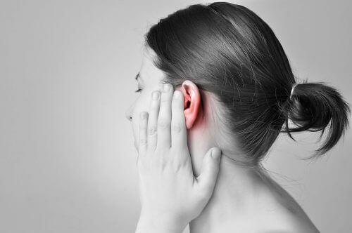 мазь тимчасово знижує вушний біль