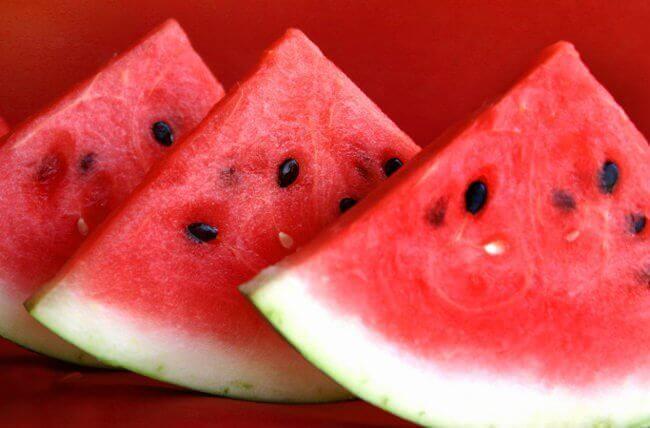 кавун стимулює виведення рідини з організму