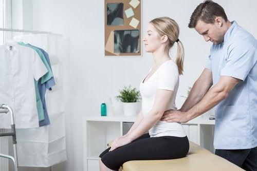 масаж, щоб полегшити біль у попереку