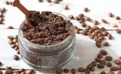 засоби для боротьби з целітом з кавою та трояндовою олією