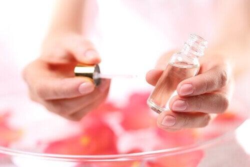 зменшення целюліту олією троянди