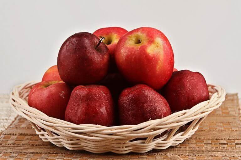 їсти яблука при затримці рідини