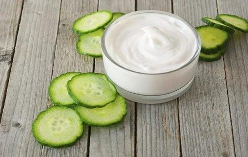 йогурт для зменшення плям на обличчі
