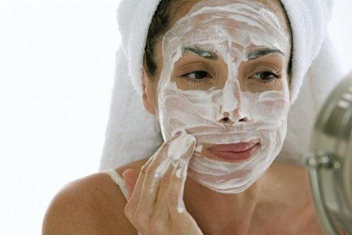 маска з йогуртом для очищення шкіри