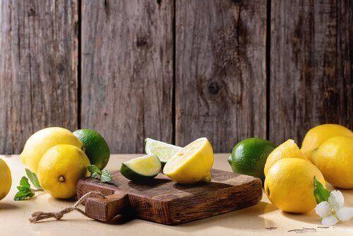 лимони усунуть запах з кухонних дошок