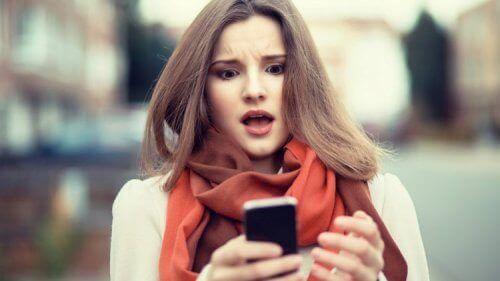 мобільні пристрої впливають на сон