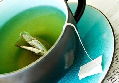 Приготуйте 3 зелені чаї для легкого схуднення