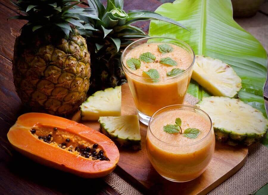 папая та ананасовий смузі