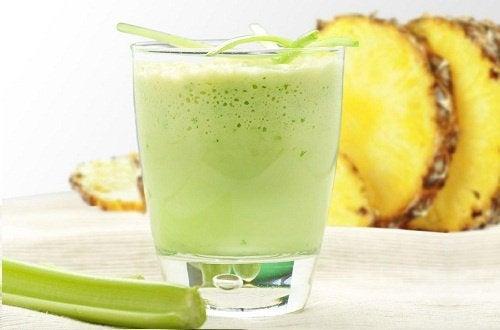 смузі для детоксикації з ананасом